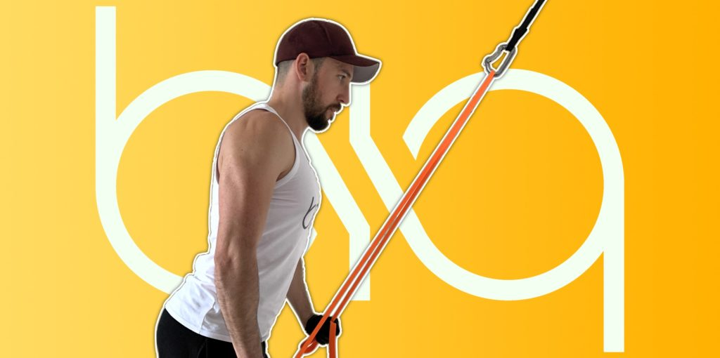 biqbandtraining tricep pushdown with resistance band